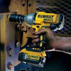 DeWALT DCF899P2 work e1554840096466